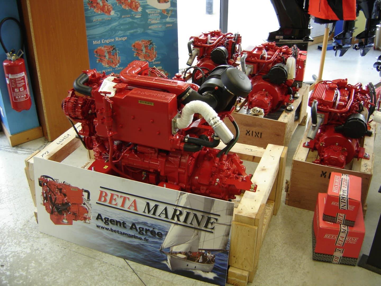 Brest Marine Services Interieur Magasin 4 - Concessionnaire moteur